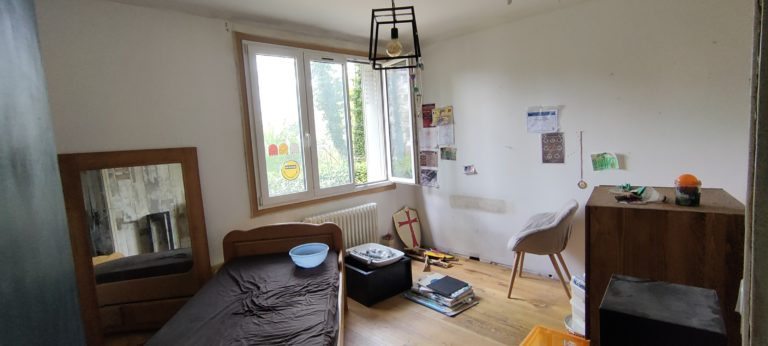 Une chambre avant un home staging